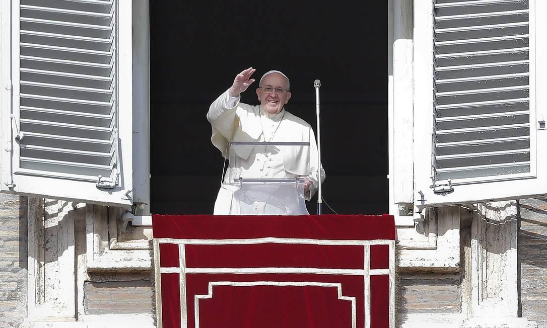 Popularidade de Francisco é comprovada em pesquisa, mas sua pregação não convence os fiéis Foto: TONY GENTILE/REUTERS
