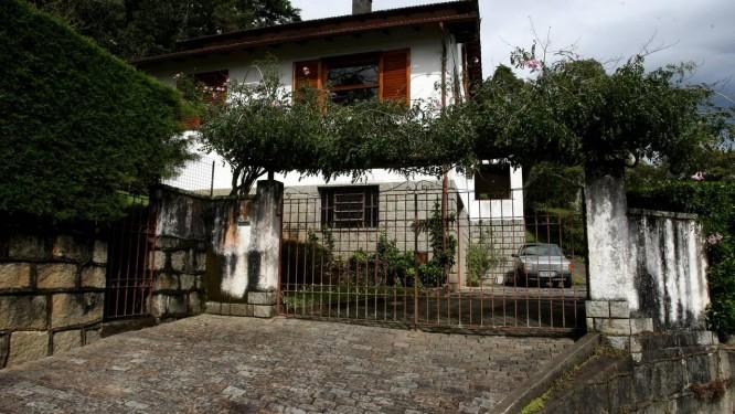 A Casa da morte, na rua Arthur Barbosa 668, bairro do Caxambu, Petrópolis Foto: Custódio Coimbra - 22-06-2012 / Agência O Globo