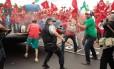 Policiais entram em confronto com manifestantes do MST