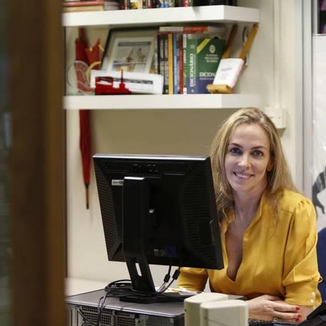 Público voraz. Patricia Kogut publica no site notícias sobre tudo relacionado ao mundo da televisão, de novelas a séries estrangeiras Foto: Ana Branco / Agência O Globo