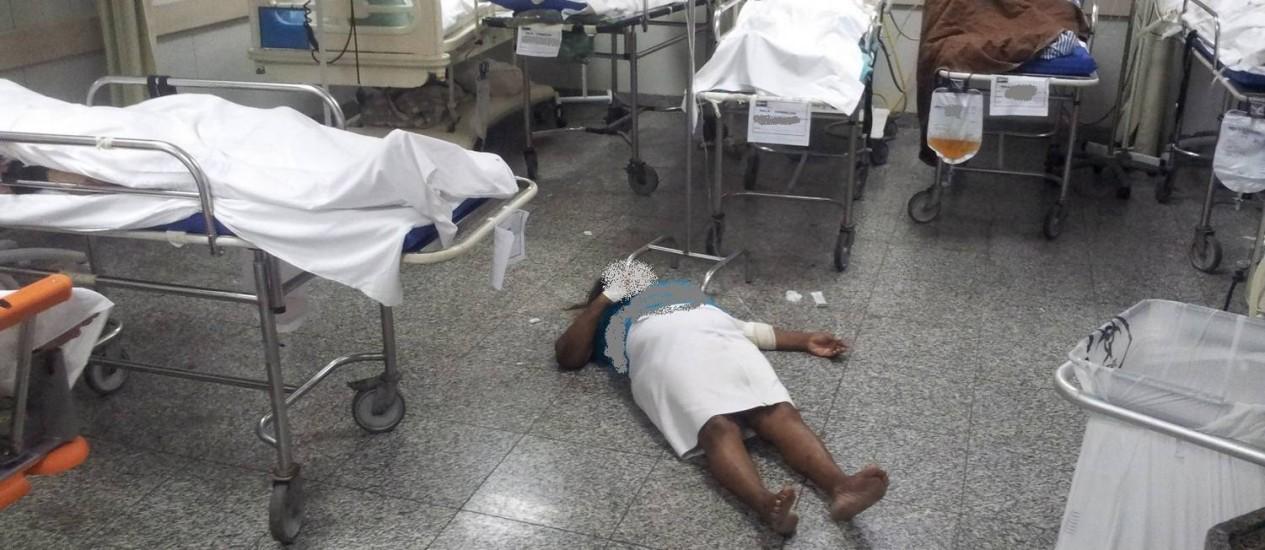 Pacientes são atendidos no chão no Hospital Salgado Filho Foto: Cremerj / Divulgação