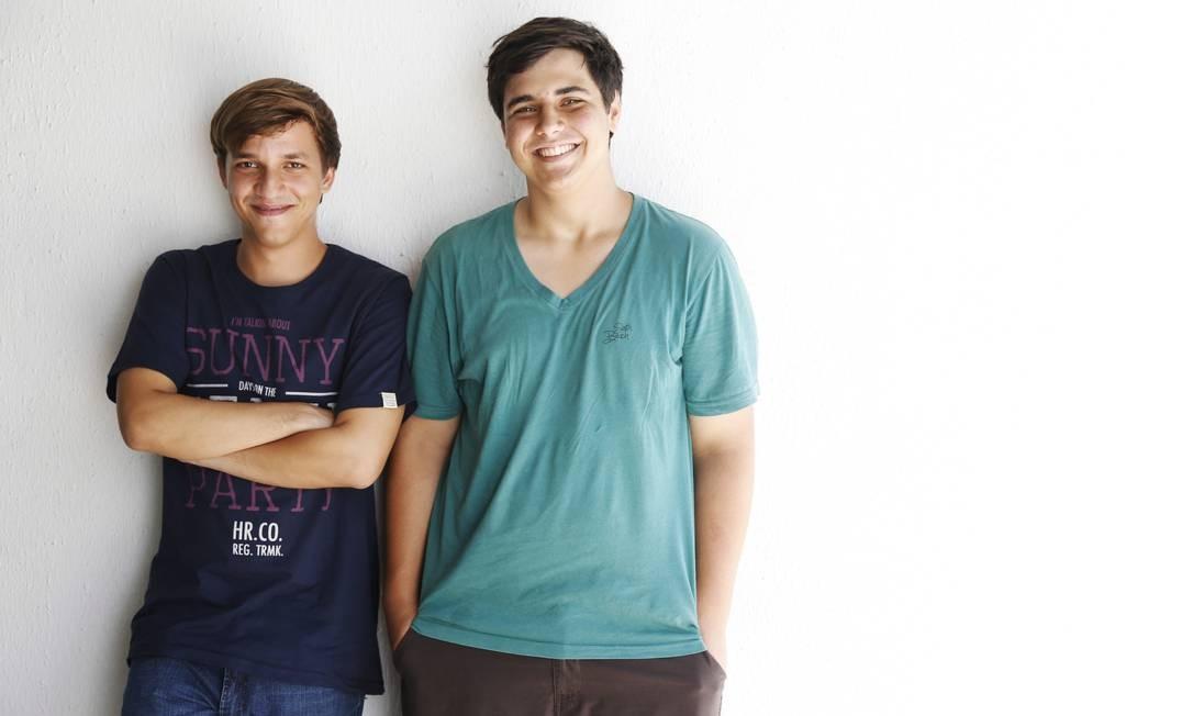 O colegas Vitor e João Pedro: mestrado antes de concluir a graduação Foto: Camilla Maia / Agência O Globo
