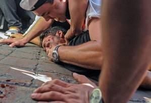 O estudante Bassil DaCosta após ser atingido durante as manifestações de quarta-feira, em Caracas Foto: MANAURE QUINTERO / AFP