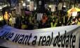 Manifestantes protestam contra a lei que estende a eutanásia para crianças na terça-feira, em Bruxelas