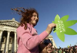 Ativistas pela legalização da maconha em Montevidéu, Uruguai Foto: Matilde Campodonico / AP/10-12-2013