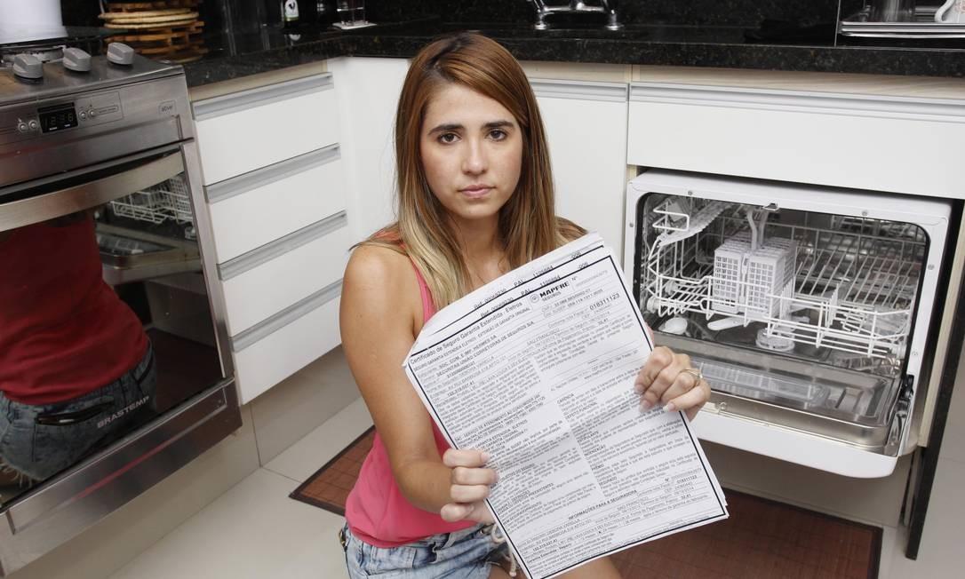 Debora só teve acesso ao contrato quando a lava-louças chegou Foto: FOTO: Márcio Alves / Márcio Alves