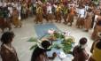 Índios durante ritual na Serra do Padeiro, no Sul da Bahia: