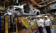 Trabalhador em montadora paulista: exportação caiu