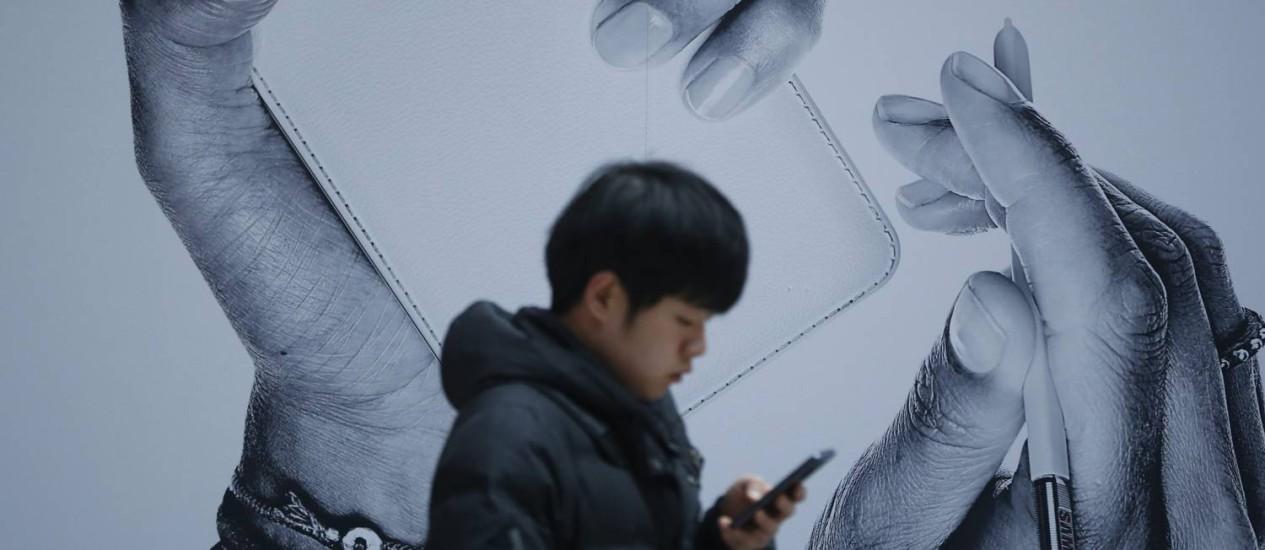 Em janeiro, executivo da Samsung disse que celular poderia vir equipado também com sensor de íris Foto: Reuters