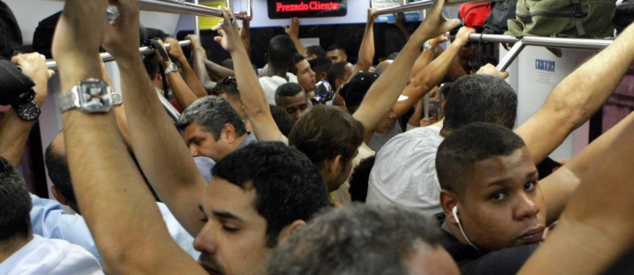Tarifas aumentam, mas passageiros enfrentam rotina de transtornos no transportes públicos do estado Foto: Nina Lima / Agência O Globo