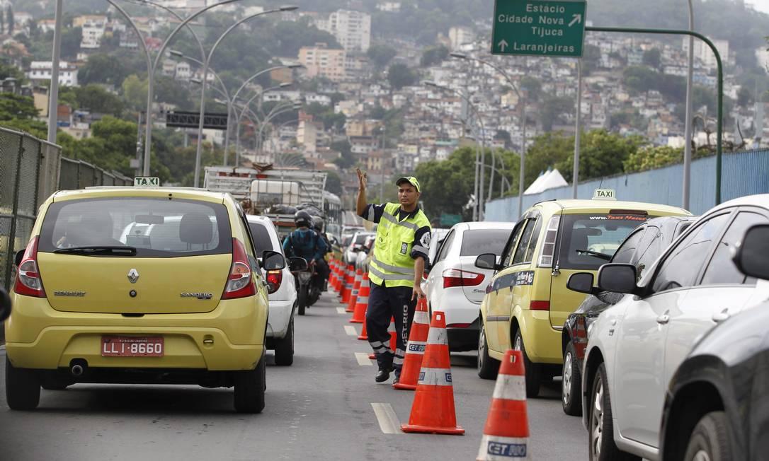 O Elevado Trinta e Um de Março congestionado no no sentido Túnel Santa Bárbara Márcia Foletto / Agência O Globo