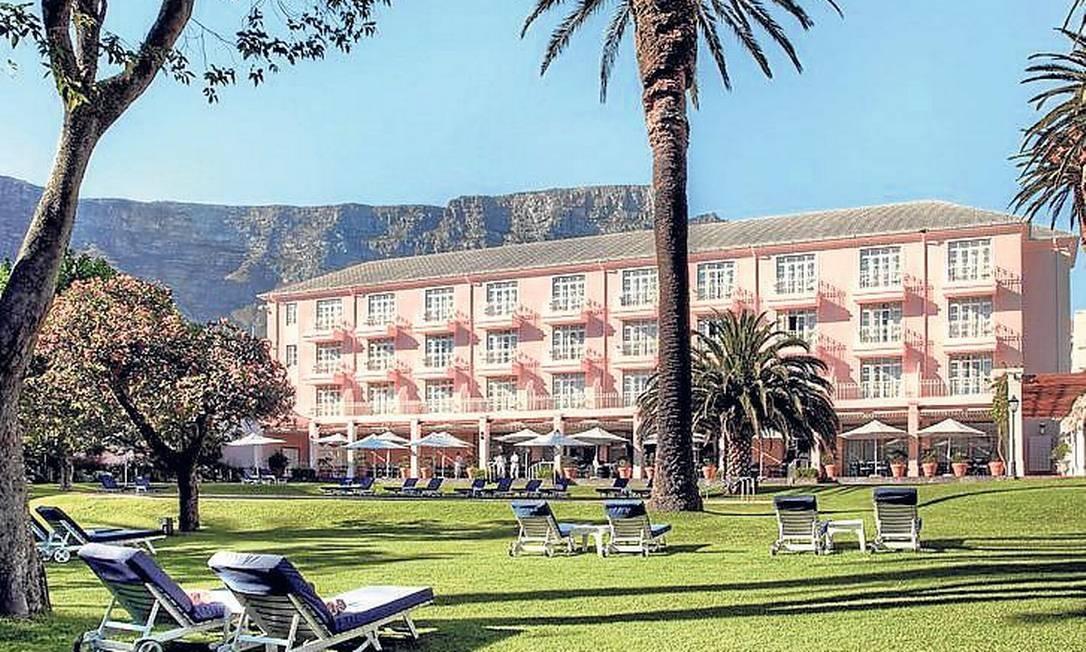 Já na Cidade do Cabo, é possível descansar da road trip num dos confortáveis hotéis da cidade, como o tradicional Mount Nelson Foto: Divulgação