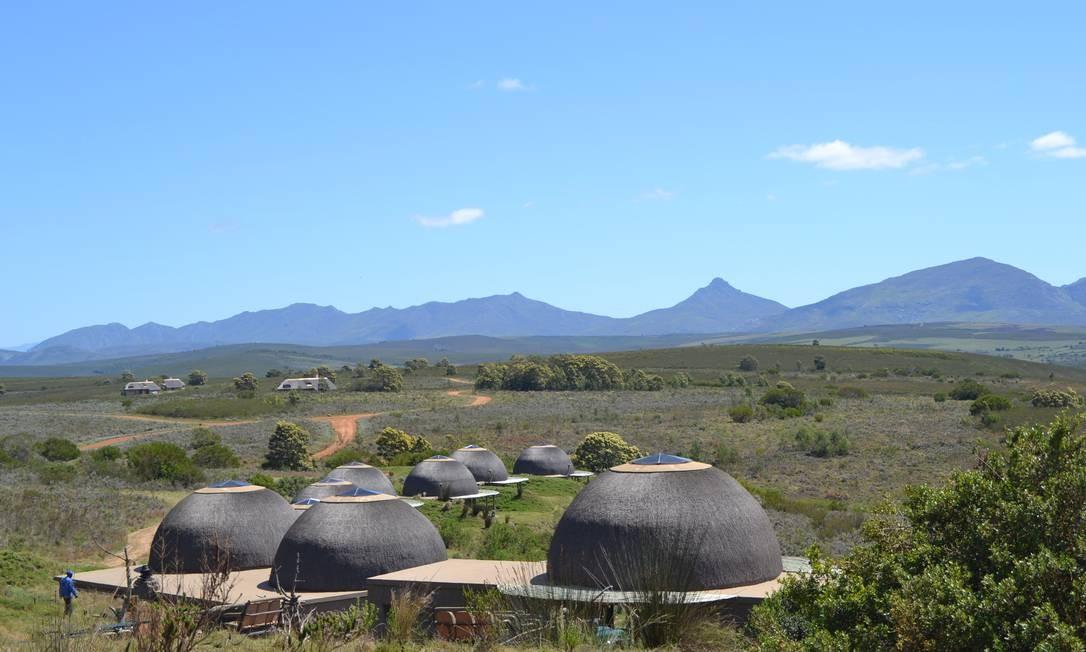 Os quartos do Gondwana Game Reserve parecem ocas. Aos pés da montanha homônima, a reserva oferece safáris em que se pode observar elefantes, rinocerontes, búfalos e impalas Foto: Mari Campos / Especial para O Globo
