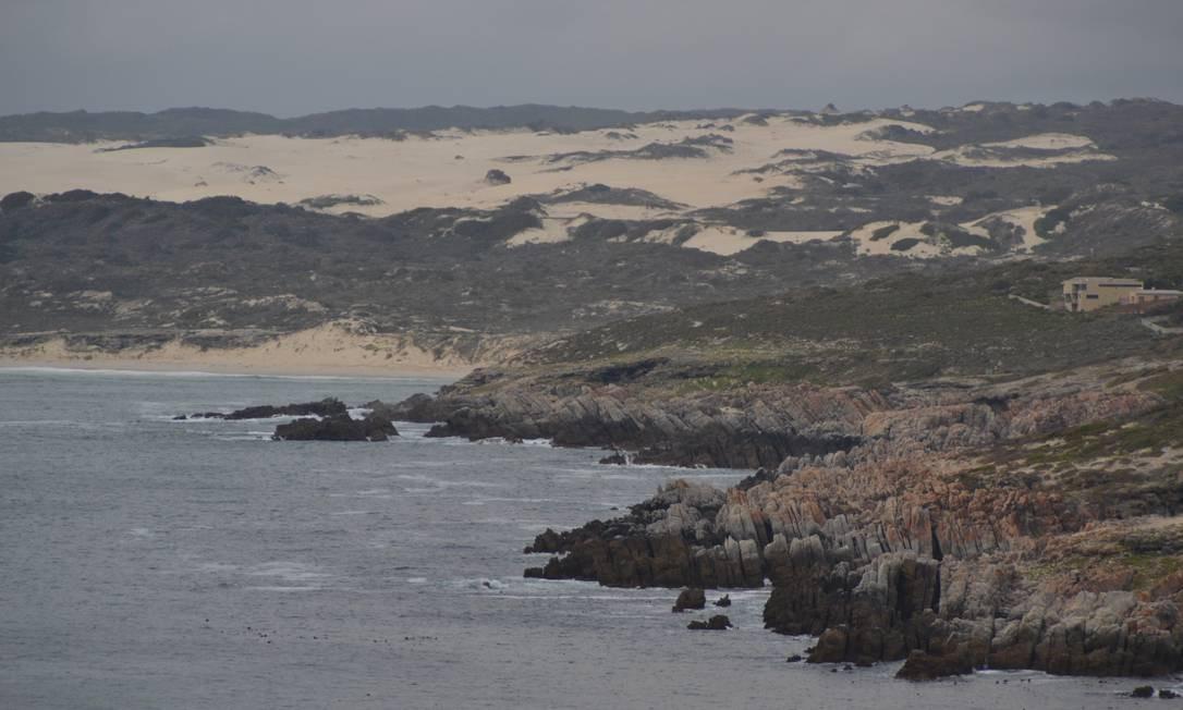 O mar quebrando nas rochas de Hermanus Foto: Mari Campos / Especial para O Globo