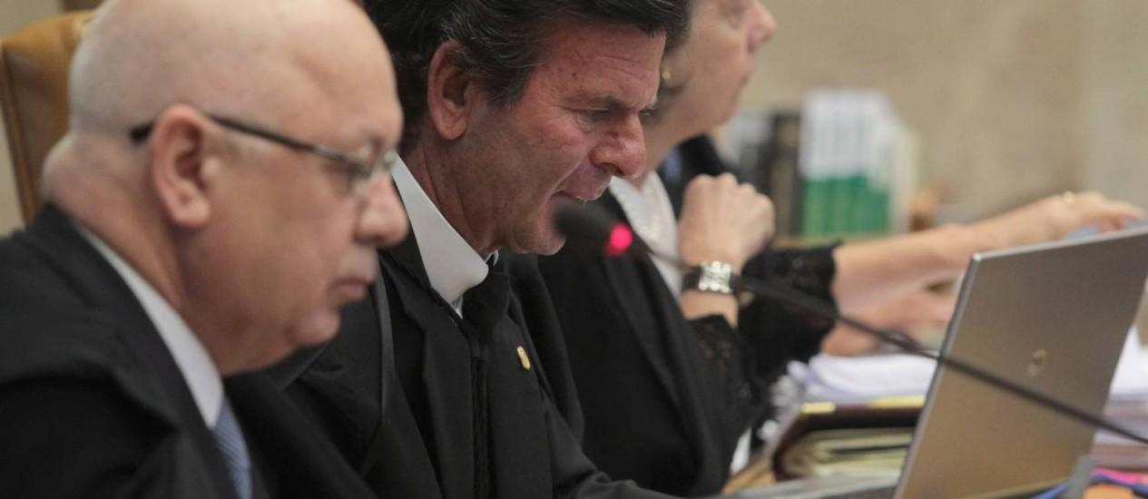 O relator Luiz Fux durante julgamento dos embargos infringentes do processo do mensalão, no Supremo Tribunal Federal Foto: Givaldo Barbosa / O Globo
