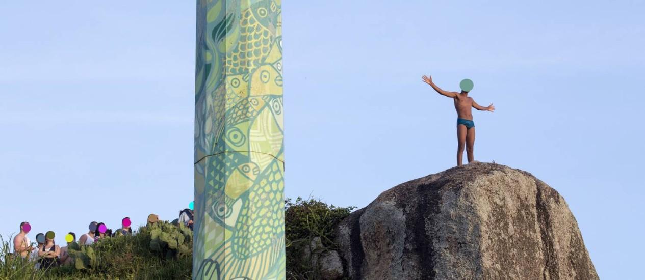 """Foto do ensaio """"Ninguém é de ninguém"""", de Rogério Reis, que registra personagens anônimos nas praias cariocas Foto: Rogério Reis / Agência O Globo"""