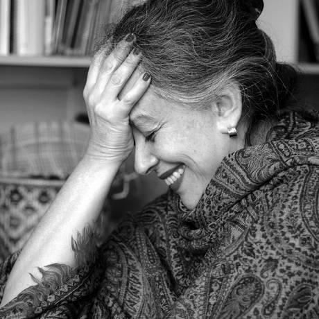 Escritora fez longa pesquisa histórica antes de escrever o novo livro Foto: Adriana Vichi / Divulgação