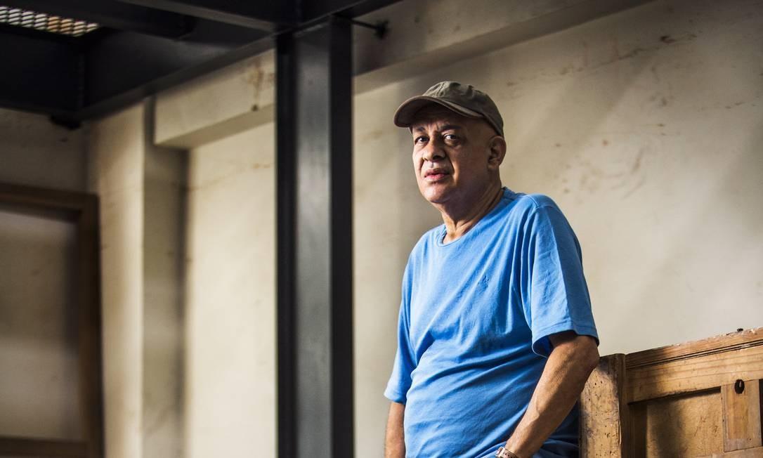 O artista abriga em seu ateliê, em Botafogo, as caixas com as obras que mostrou na Europa no ano passado Foto: Fabio Seixo