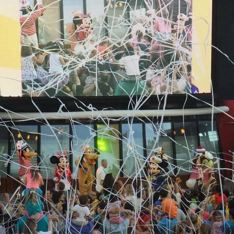 Show no navio Disney Magic tem produção tão elaborada quanto às dos parques temáticos Foto: Luciane Costa / O Globo