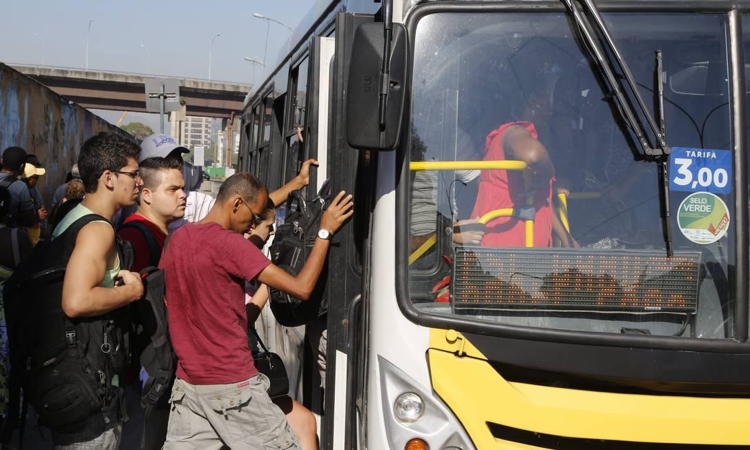Preço das passagens aumentou de R$ 2,75 para R$ 3,00 no dia 8 de fevereiro Foto: Fabio Rossi / Agência O Globo