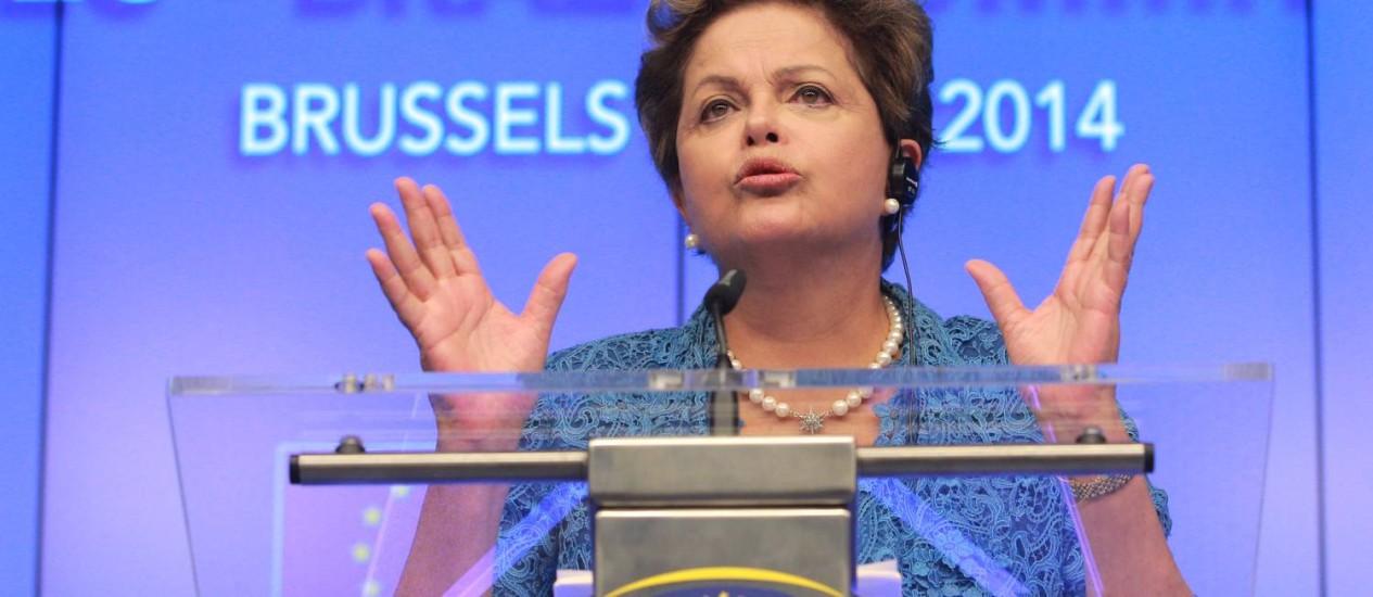 A presidente Dilma Rousseff discursa no encontro em Bruxelas Foto: Yves Logghe / AP