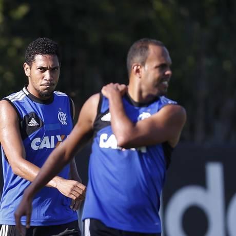 De saída, Hernane deve ser substituído por Alecsandro nesta quarta Foto: Alexandre Cassiano / Agência O Globo