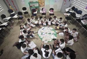 Crianças participam de roda de leitura em escola pública no Ceará Foto: Jarbas Oliveira / Agência O Globo