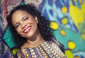 A cantora Teresa Cristina fará show no palco da Praça Tirandente durante o carnaval Foto: Leo Martins / O Globo