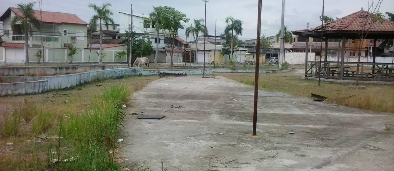 Praça de Duque de Caxias está abandonada - Foto: Leitor Ronaldo Teixeira da Cunha / Eu-Repórter