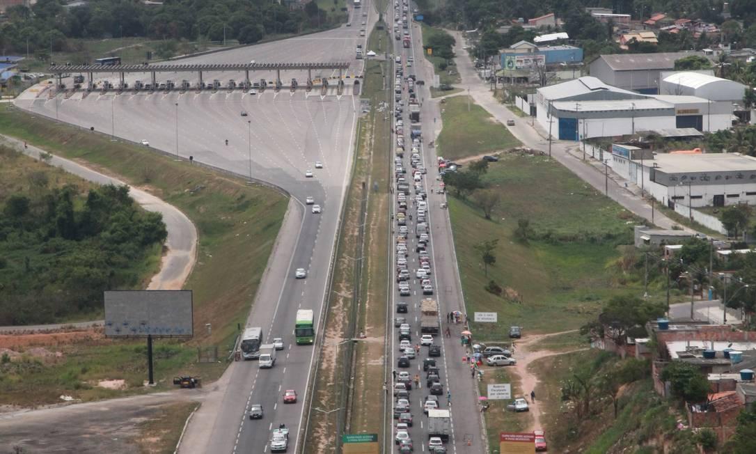 Motorista perdeu muito tempo no caminho à Região dos lagos Foto: Genilson Araújo / Agência O Globo