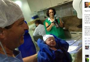 Eduardo Campos no nascimento do filho caçula, Miguel Foto: Reprodução / Agência O Globo