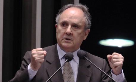 Cristovam Buarque diz que PDT faz 'papelão' no governo