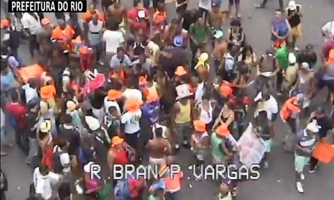Garis em greve protestam em frente à Candelária Foto: Câmera da CET-Rio