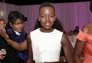 Lupita no evento 'Mulheres negras em Hollywood', onde fez um belo discurso sobre beleza Foto: Michael Rowe / Divulgação