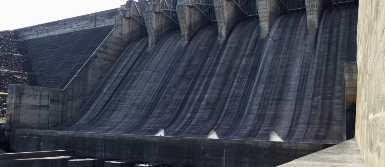 A usina de Itumbiara está próximo de alcançar apenas 15% da capacidade de seu reservatório Foto: Ueslei Marcelino / Reuters / 10/01/2013