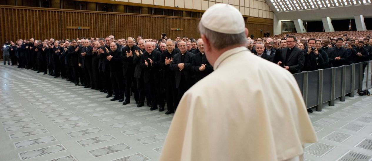 Para Francisco chega para encontro com sacerdotes romanos nesta quinta-feira: confissão Foto: AP