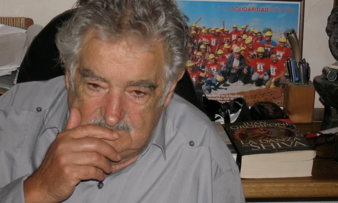 'Camponês com senso comum'. O presidente do Uruguai, José Mujica, durante a entrevista no escritório da humilde casa de 45 metros quadrados onde ainda vive em Montevidéu Foto: Sergio Flaksman