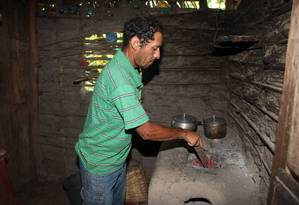 O agricultor Eliezer Simião da Silva, 43 anos, do município de São João do Arraial Foto: Efrém Ribeiro