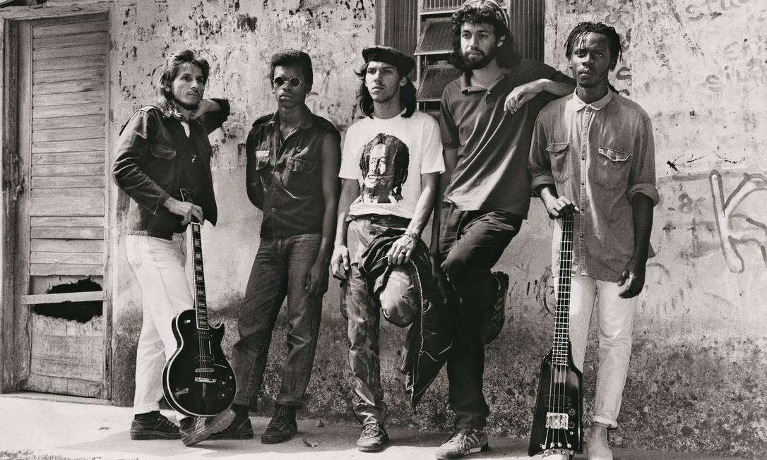 """Em 1986, em Belford Roxo, com a sua primeira banda KMD-5. Uma das fotos publicadas na autobiografia """"Não se preocupe comigo"""", de 2014 Divulgação"""