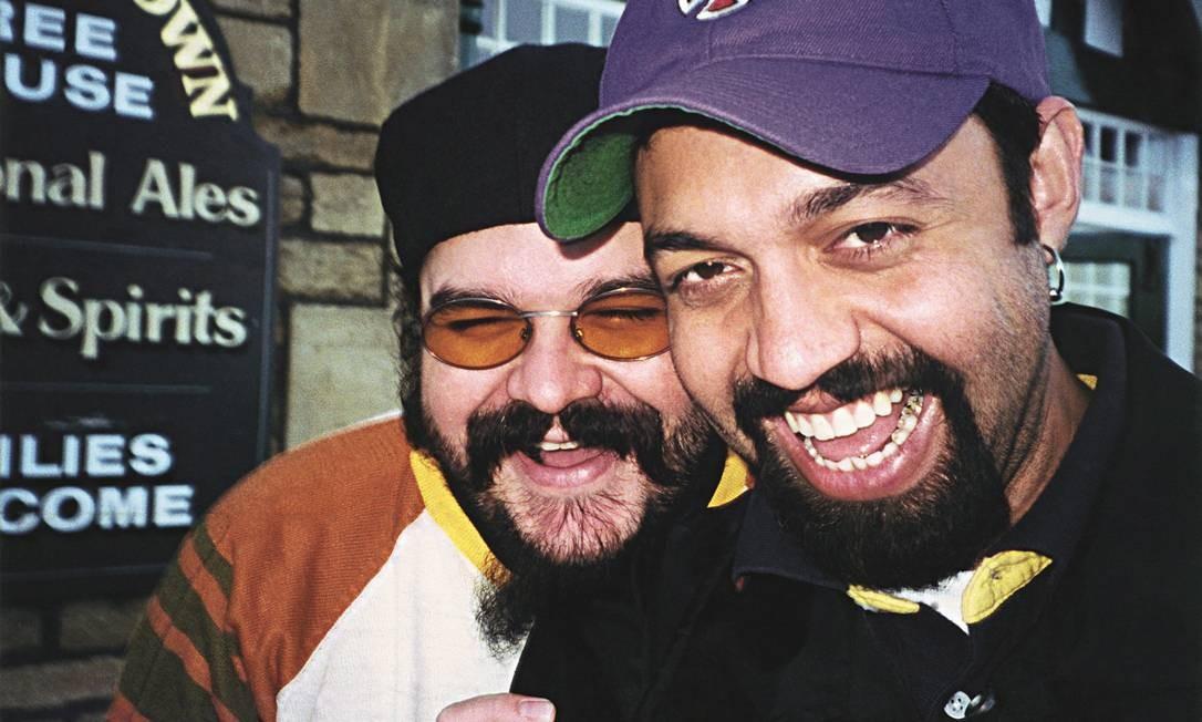 Marcelo Yuka com o amigo e produtor Tom Capone, falecido em 2004 Divulgação