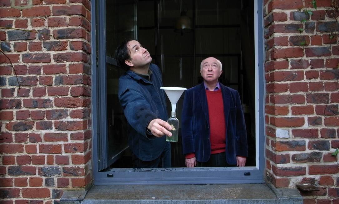 """O próprio cineasta Claudio Pazienza (à esquerda) aparece em """"Exercícios de desaparecimento"""" (2011), filme-ensaio que debate o sentimento provocado pelas perdas Foto: Divulgação"""