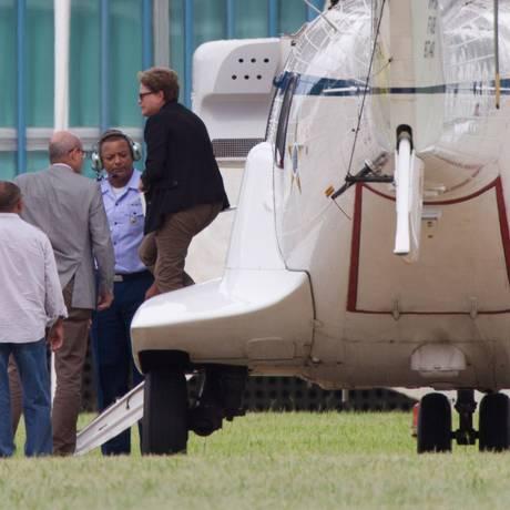 Dilma desembarca de helicóptero para reunião no Alvorada, ontem, para discutir insatisfação do PMDB Foto: Ed Ferreira/O Estado de S.Paulo