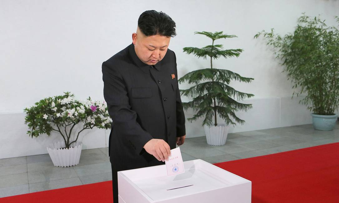 O líder norte-coreano, Kim Jong-Un, votou no domingo Foto: KCNA / AFP