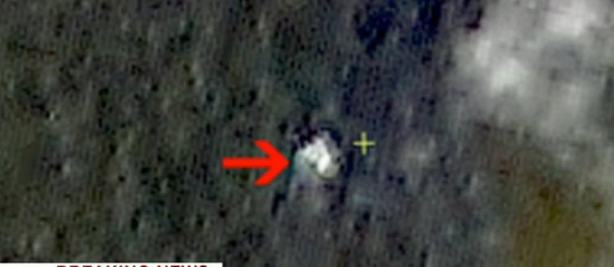 Imagem de satélite encontra possíveis destroços um dia após o desaparecimento de avião da Malaysia Airlines Foto: Reprodução