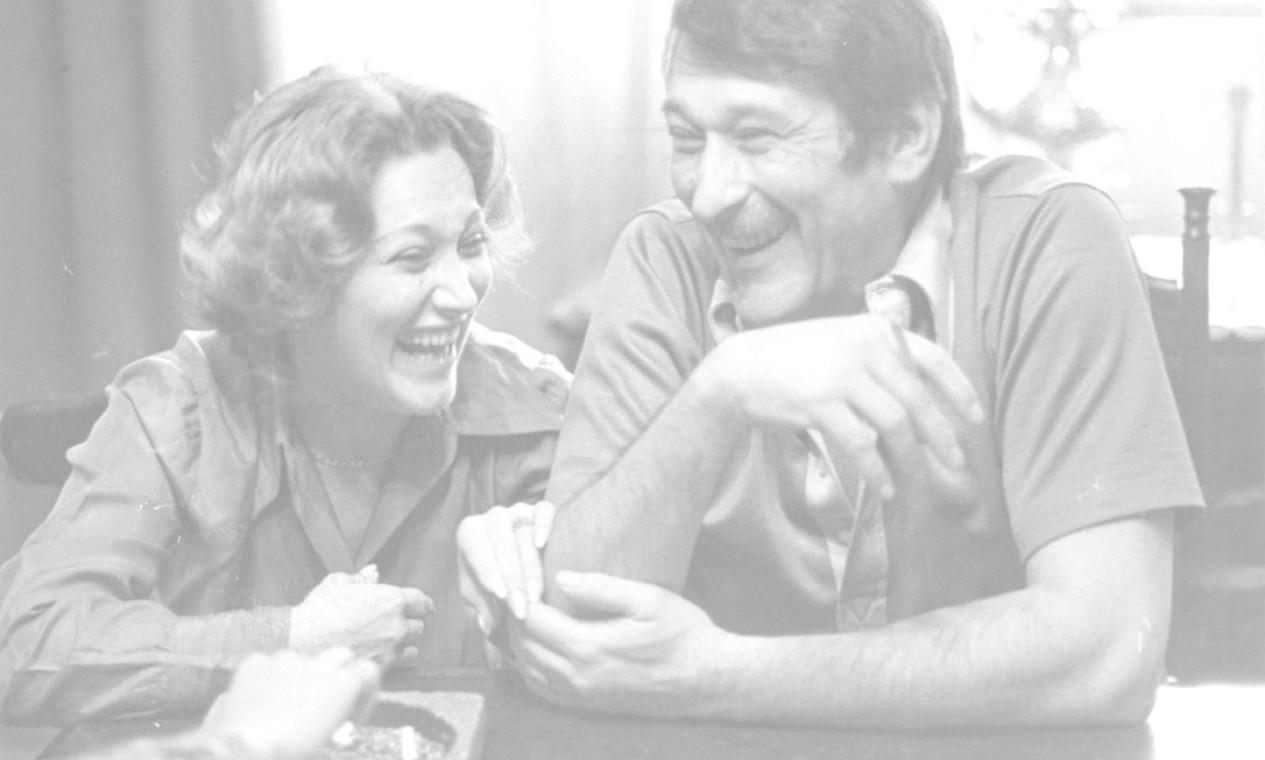 Paulo e Nicette, na casa em que moravam em 1975. Ao longo de décadas, o casal se manteve como um dos mais queridos da televisão brasileira Foto: Arquivo