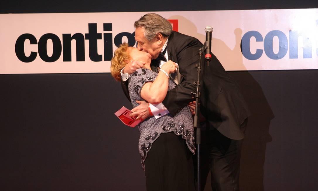 Ao entregar o prêmio Contigo de melhor par romântico para Taís Araújo e Reynaldo Giannechini - pela novela 'Da cor do pecado', em 2005 - os dois protagonizaram um beijão no palco Foto: Cleomir Tavares
