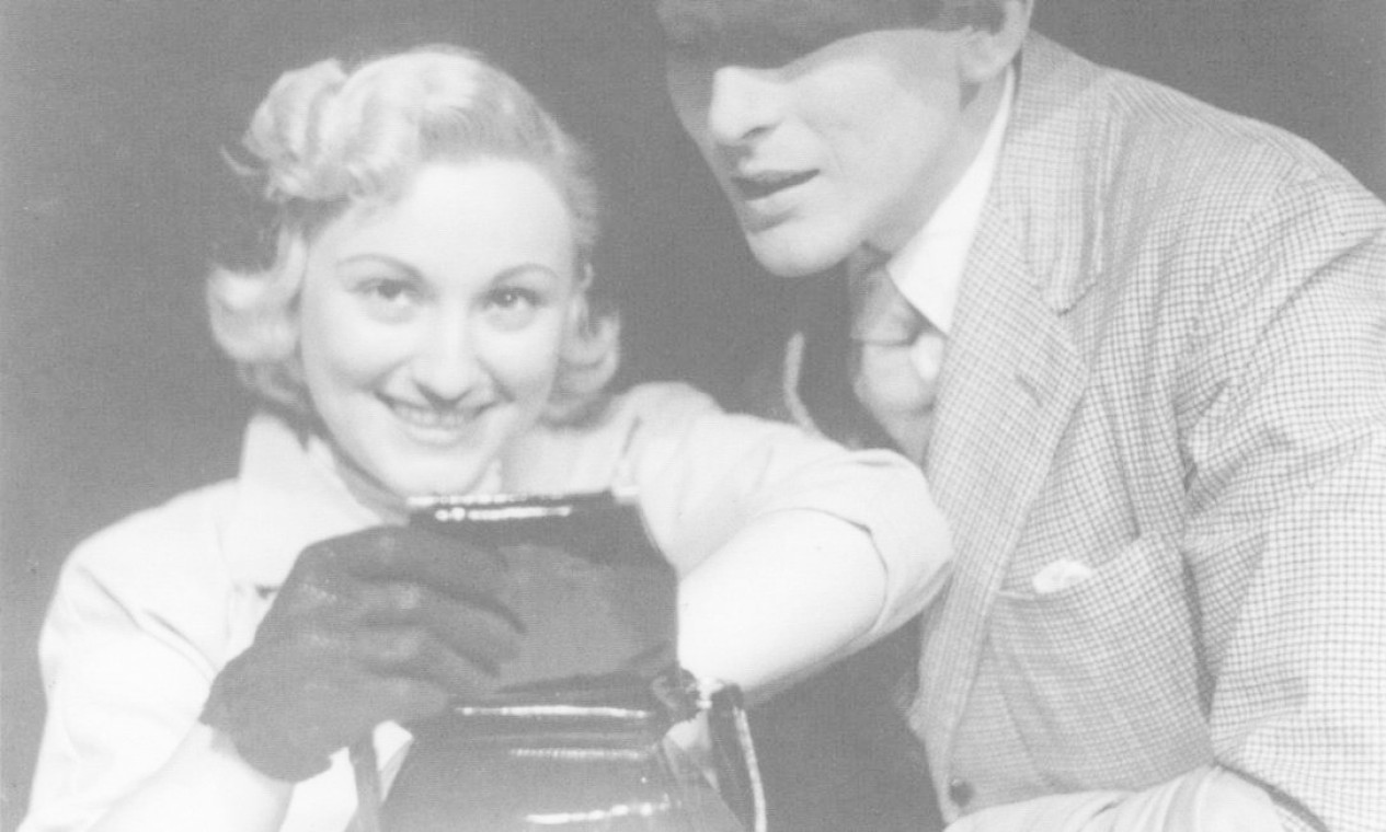 Paulo Goulart e Nicette Bruno se conheceram nos bastidores do teatro, em 1952. No ano seguinte, os dois contracenaram na peça 'Ingênua até certo ponto' Foto: Arquivo