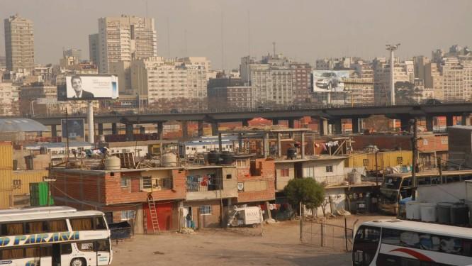 Favela Villa 31, a maior de Buenos Aires: plano das unidades de pacificação da cidade se baseia nas UPPs cariocas Foto: Janaína Figueiredo / Agência O Globo/19-6-2008