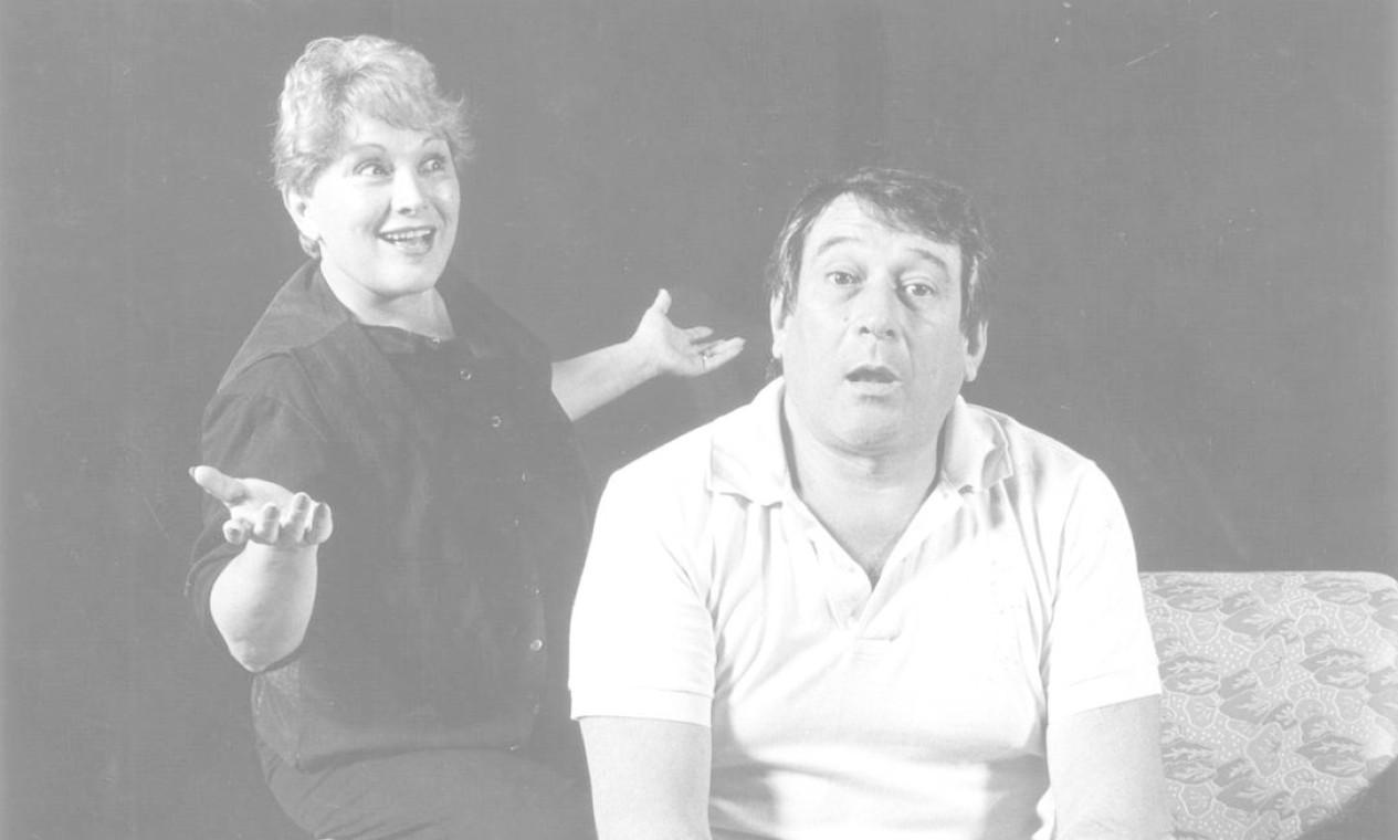 Paulo e Nicette, em uma cena da peça 'Flávia, cabeça, troncos e membros', de 1990 Foto: Arquivo