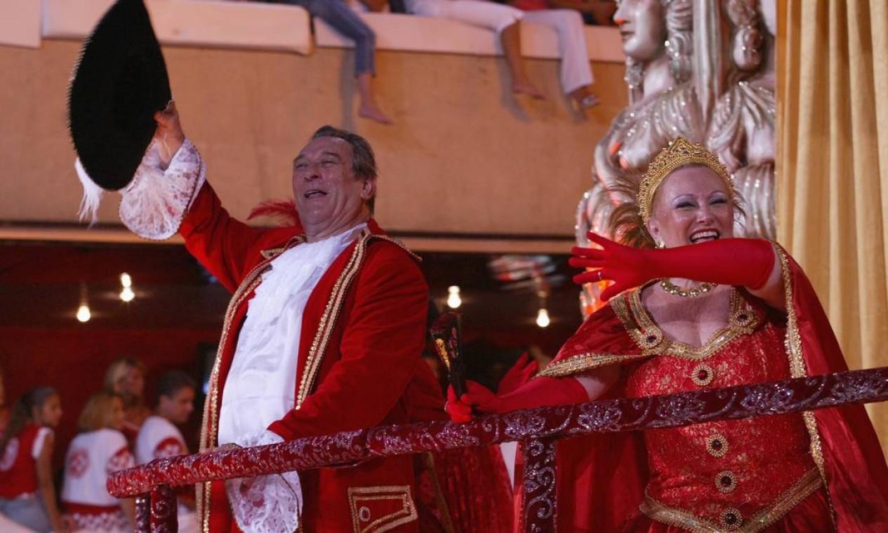 Em 2003, Nicette e Paulo foram destaque no desfile da escola de samba Viradouro Foto: Gustavo Azeredo / Divulgação